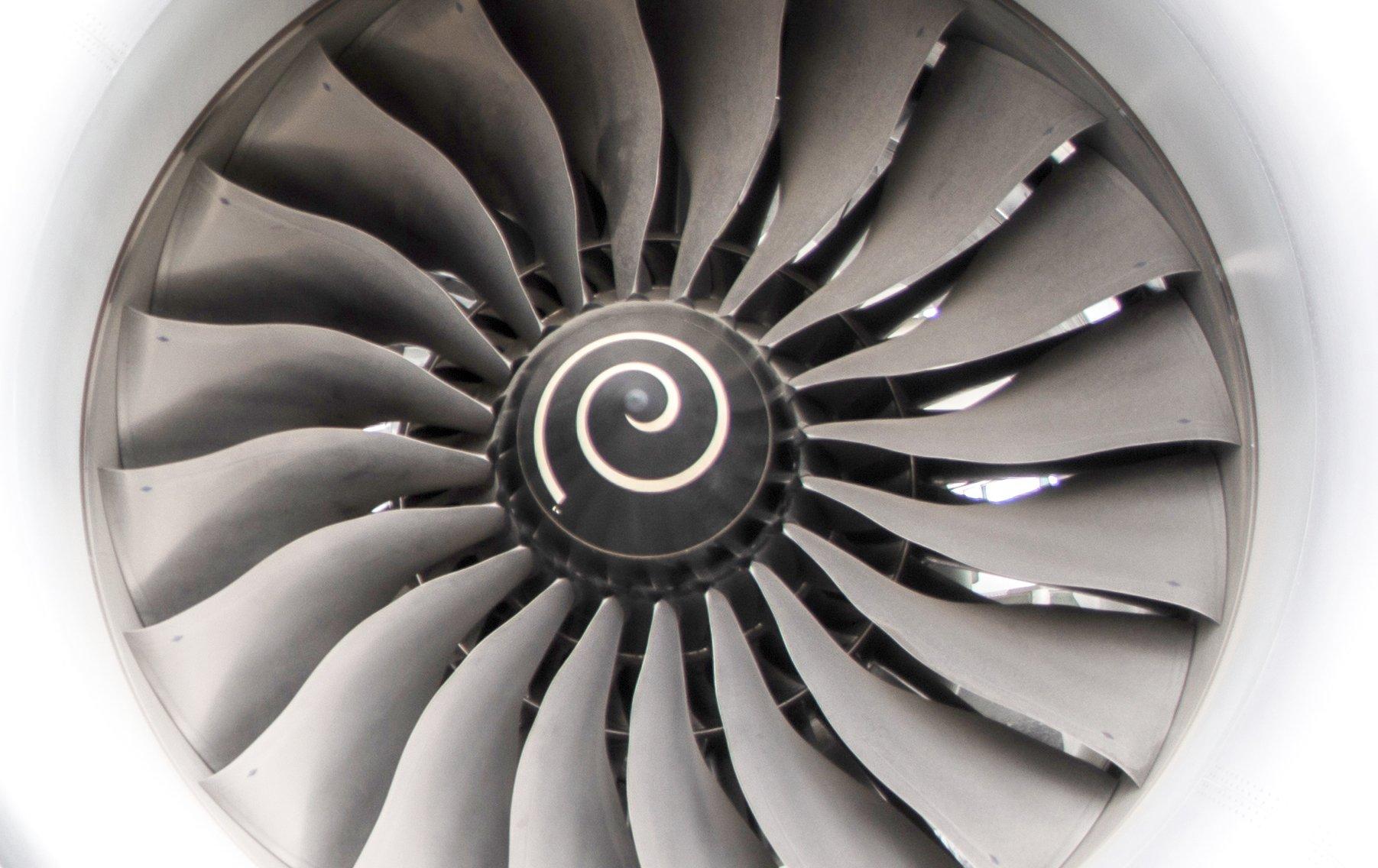 Boeing787Dreamliner_Engine_2018CU