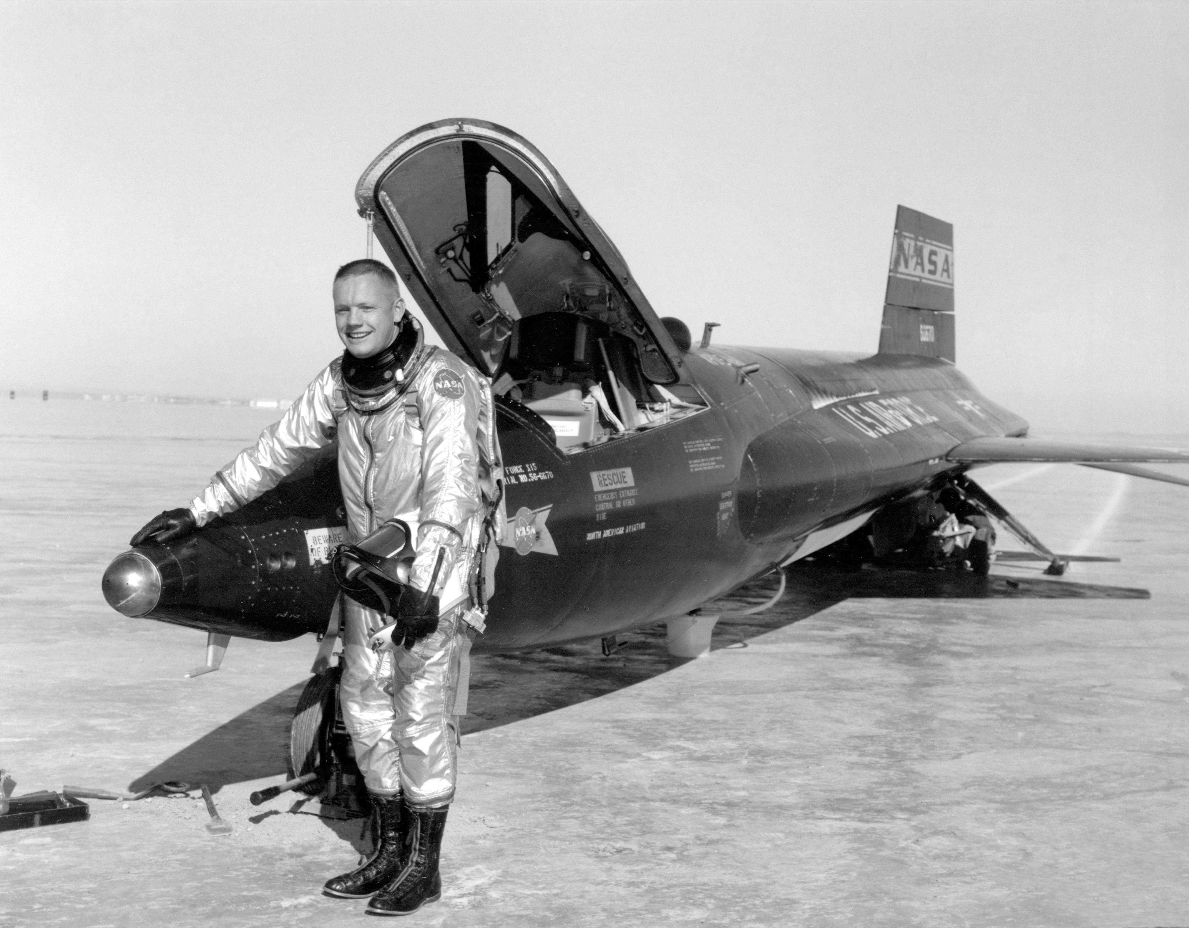 Neil_Armstrong_and_X-15_-1_-_GPN-2000-000121