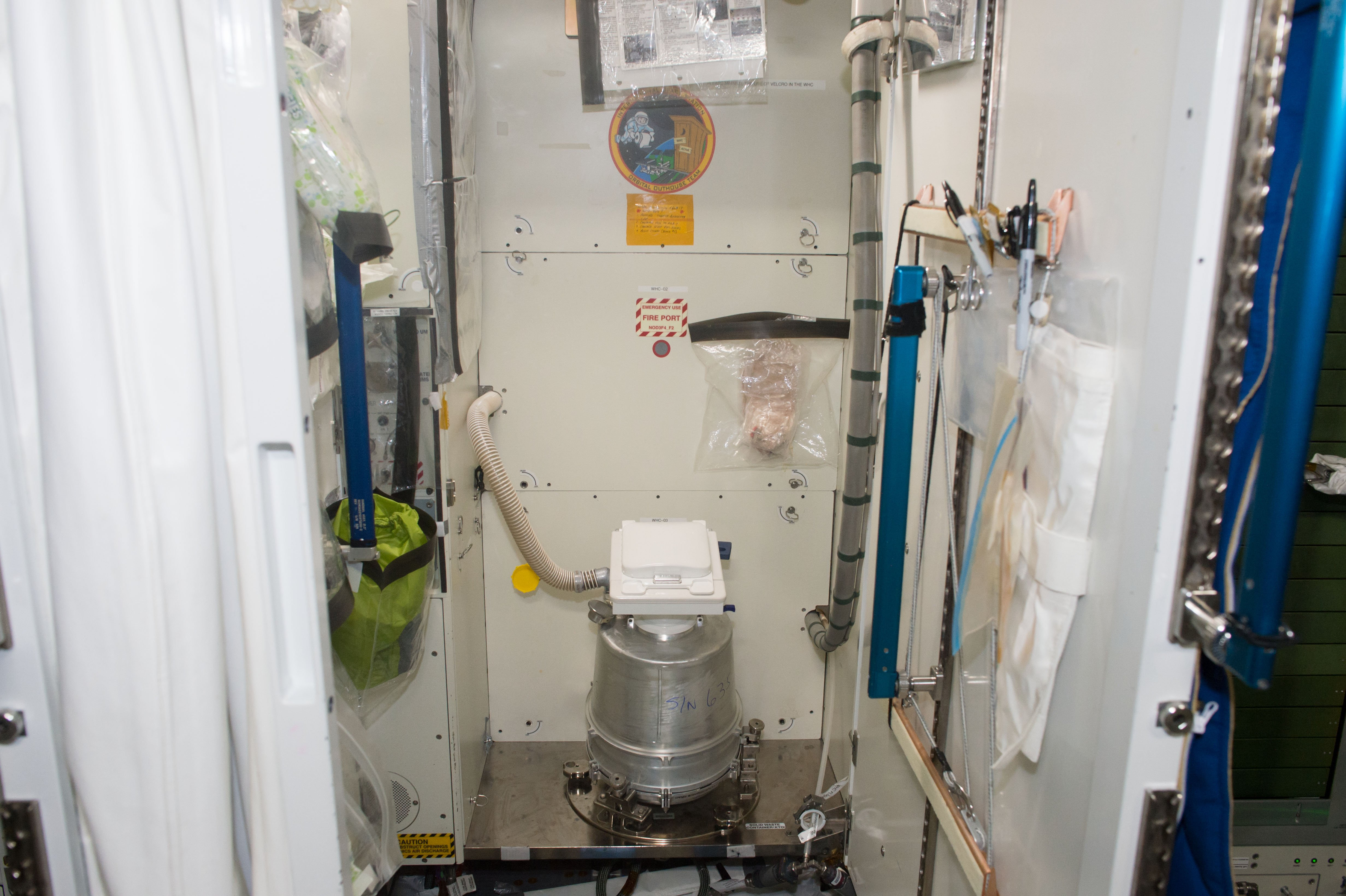 Space toilet1